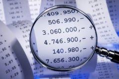 Lente de aumento e faturamento Fotografia de Stock