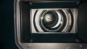 Lente de câmara de televisão do estúdio com interior claro da exibição video estoque