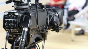 Lente de câmara de vídeo - mostra de gravação no estúdio da tevê - foco imagem de stock