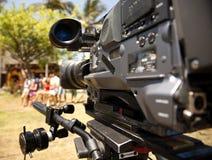 Lente de la cámara de vídeo - demostración de la grabación en la TV imágenes de archivo libres de regalías