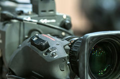 Lente de primer de la cámara de televisión y botón del enfoque Foto de archivo