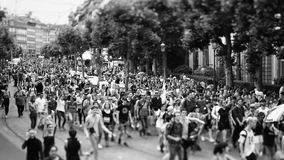 lente del Inclinación-cambio sobre desfile de orgullo gay metrajes