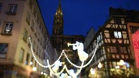 lente del Inclinación-cambio sobre mercado anual del invierno de la Navidad de Estrasburgo almacen de metraje de vídeo