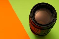 Lente della foto su fondo verde ed arancio immagini stock libere da diritti