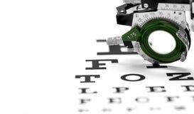 Lente di prova su un fondo di bianco del grafico di occhio Immagine Stock