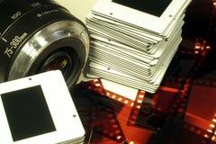Lente, diapositivas y película de cámara Imagen de archivo libre de regalías