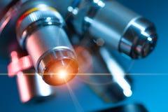 Lente do microscópio fotos de stock
