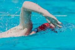 Lente dos óculos de proteção do braço do curso do nadador imagens de stock