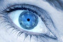 Lente en su concepto de la fotografía del extracto del ojo fotos de archivo