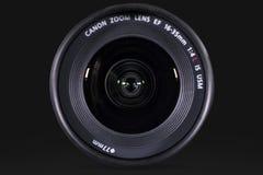 Lente popolare di Canon con fondo scuro Fotografia Stock Libera da Diritti