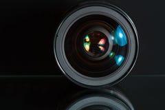 Lente profissional da foto no fundo escuro Fotografia de Stock