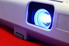 Lente y un proyector azul del haz Fotos de archivo
