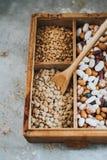 Lentejas en caja de madera Foto de archivo libre de regalías