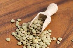 Lentejas verdes orgánicas secas Foto de archivo libre de regalías