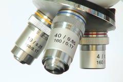 Lentes del microscopio Fotos de archivo