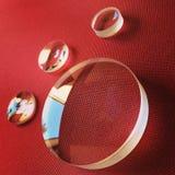 Lentes em um fundo vermelho Fotografia de Stock Royalty Free