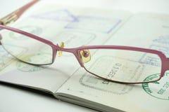 Lentes en el libro del pasaporte Fotos de archivo libres de regalías