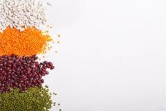 Lenticchie sulla tavola Questo legume contiene molta proteina vegetale fotografia stock libera da diritti