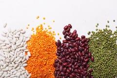 Lenticchie sulla tavola Questo legume contiene molta proteina vegetale fotografie stock libere da diritti