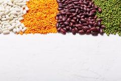 Lenticchie sulla tavola Questo legume contiene molta proteina vegetale immagini stock