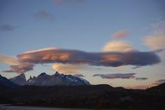 Lentikulare Wolken über Torres Del Paine Stockbild
