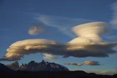 Lentikulare Wolken über Torres Del Paine Stockfoto
