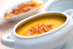 Lentil soup with crackers Royalty Free Stock Photography