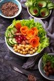 Lentilhas, grão-de-bico, porcas, feijões, espinafres, tofu, brócolis e qui Imagem de Stock Royalty Free