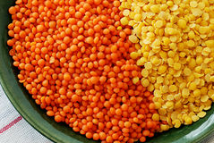 Lentilhas vermelhas e amarelas Foto de Stock Royalty Free
