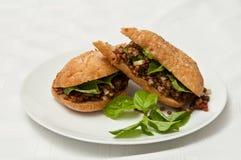 Lentille et sandwich à basilic photos stock