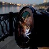Lentille ; réflexion ; rivière ; Moscou ; lanternes ; lumières ; nuit ; rue Image libre de droits