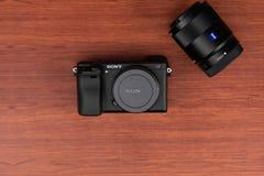Lentille Zeiss de Sony Alpha a6300 Mirrorless de caméra image libre de droits