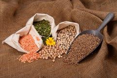 Lentilles, becs d'ancre et haricots Image stock