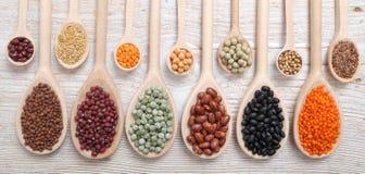 Lentilles, becs d'ancre et haricots Images stock