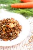 Lentilles faites maison avec les champignons et l'oignon photos stock