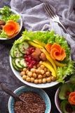 Lentilles, pois chiche, écrous, haricots, épinards, tofu, brocoli et chi Images libres de droits
