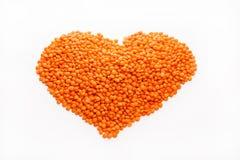 Lentilles sous forme de coeur d'isolement sur le fond blanc Images stock
