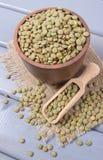 Lentilles vertes - des protéines végétales photographie stock