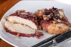 Lento de la pechuga de pollo cocinado Fotografía de archivo libre de regalías