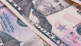 Lento girando cinquanta dollari di fatture dell'americano Priorità bassa con soldi video d archivio