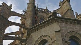 Lento viajando a la fachada de Castro Urdiales Cathedral metrajes