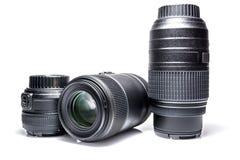 Lenzen aan een SLR-cameraclose-up met geïsoleerde bezinning Royalty-vrije Stock Afbeeldingen