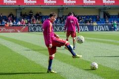 Leo Messi si scalda prima della partita di Liga della La fra il Villarreal CF ed il FC Barcelona allo stadio di madrigale di EL Immagini Stock