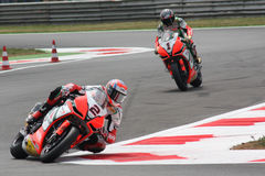 Leon Camier et Biaggi maximum Aprilia RSV4 Alitalia Photo libre de droits