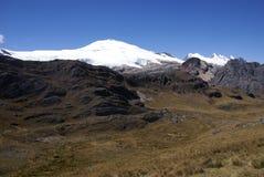 Leon Huscaran, snow zakrywający wulkan Obraz Royalty Free