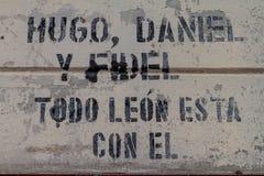 LEON, NICARAGUA - 25 APRILE 2016: Iscrizione su una parete del museo di rivoluzione a Leon, Nicaragua Dice: Hugo, Daniel immagine stock