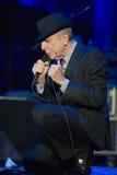Leonard Cohen exécute sur l'étape chez Sportarena Photo libre de droits