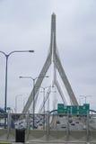 leonard massachusetts p för kull för boston brobunker zakim Bro för Zakim bunkerkulle i Boston - BOSTON, MASSACHUSETTS - APRIL 3, Arkivbilder