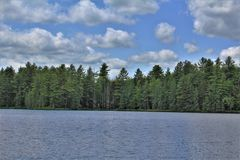Leonard Pond a placé dans Childwold, New York, Etats-Unis photographie stock