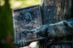 Leonardo Da Vinci Österrikisk konstnär som utför under den internationella festivalen av bosatta statyer, Bucharest, Rumänien, Ju arkivfoto